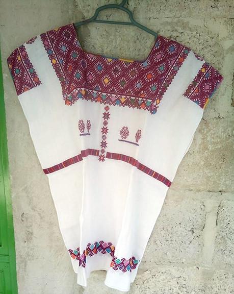White linen huipil $2,500 pesos plus shipping / mas envio