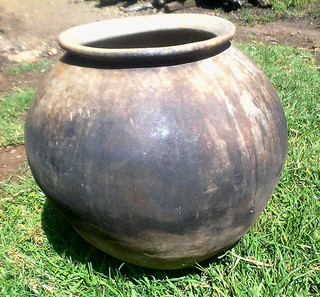 Large olla $2,000 pesos plus shipping (mas envio)