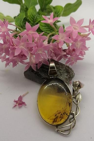 Amber pendant with lily $550 pesos plus shipping (mas envio)