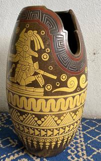 Vase with Maya Motif in Barro Esgradiado $2,500 pesos plus shipping (mas envio)