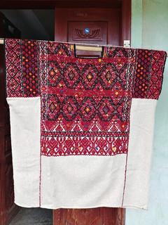 Wool huipil. $5,000 pesos mas enviro / plus shipping