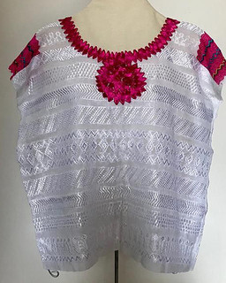 Petet Blouse $10,000 pesos plus shipping (mas envio)