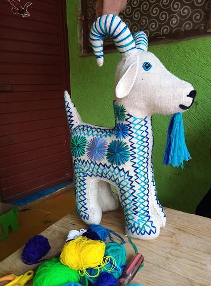 Wool Medium-size Goat $2,000 pesos plus shipping (mas envio)