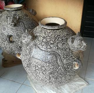 Pot with jaguar $1,500 pesos plus shipping (mas envio)