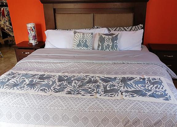 Otomi Hand-embroidered Table or Bed Runner Silver $1500 más gastos de envío (mas envio)