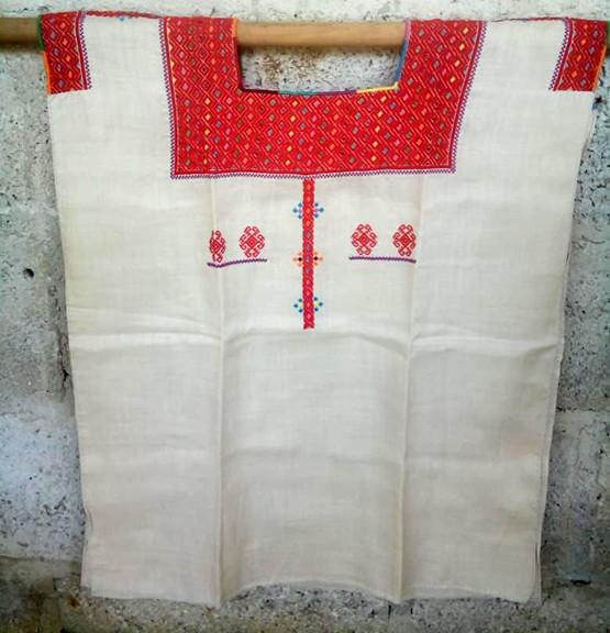 White linen huipil $1600 pesos plus shipping / mas envio