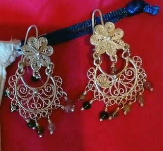 Silver figigree earrings with turmoline $1850 pesos plus shipping (mas envio)