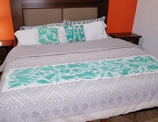 Otomi Hand-embroidered Table or Bed Runner Green $1500más gastos de envío (mas envio)