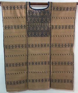 5500 corto, 3 lienzos teñido con con nuez y añil,78 ancho x 85 largo.jpeg