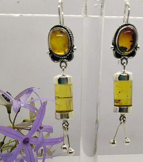 Barrel-Shaped Amber & Silver Earrings $950 pesos plus shipping (mas envio)