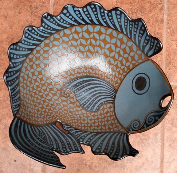 Fish-shaped High-fire Centerpiece  $10,000 pesos plus shipping (mas envio)