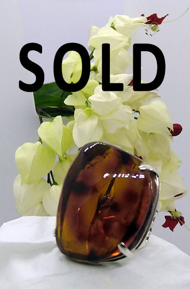 SOLD--Red Marbled Amber Ring $1,200 pesos plus shipping (mas envio)