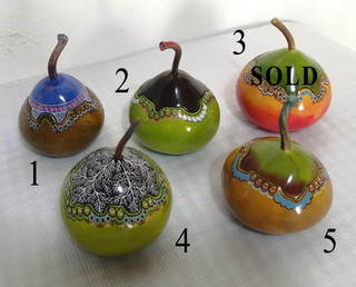 SOLD -- Hand-painted Gourd Jewelry Boxes $450 each/cu plus shipping (mas envio) -- Please note the number of your choice