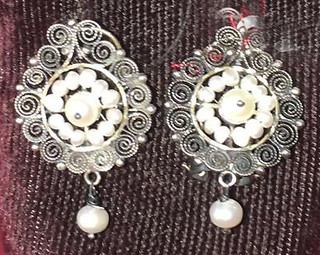 """Button"" Earrings Pearls & Silver $980 pesos plus shipping (mas envio)"