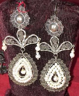 """""""Seal lilies"""" Silver & Pearl Earrings $1,600 pesos plus shipping (mas envio)"""