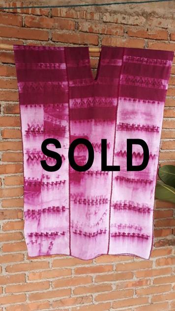 SOLD--Santiago Fuchsia Ixtayutla Huipil $5,000 pesos plus shipping (mas envio)