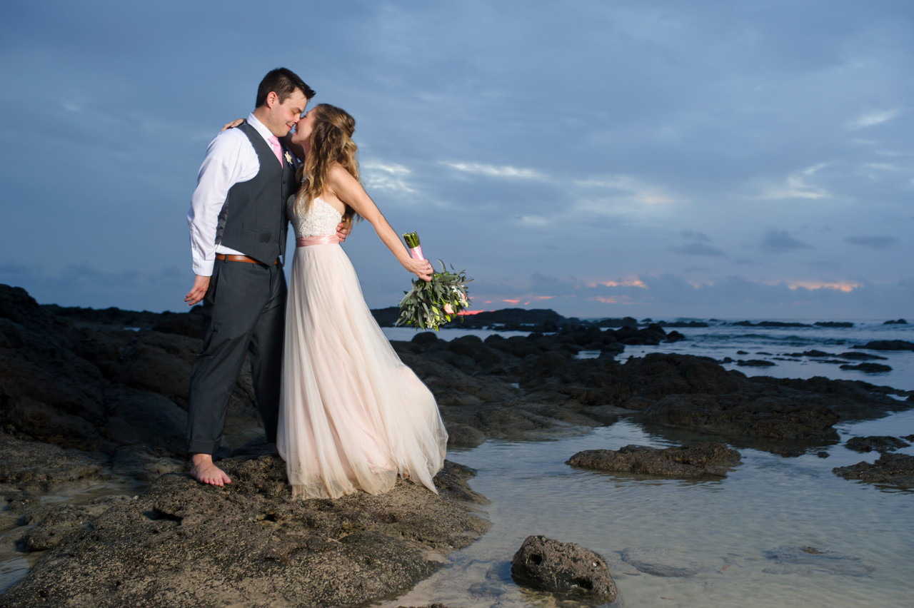 Kisses by the tide pools in Hacienda Pinilla