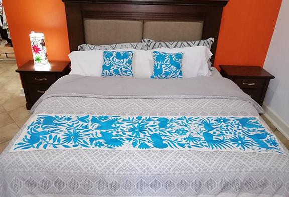 Otomi Hand-embroidered Table or Bed Runner Turquoise $1500 más gastos de envío (mas envio)