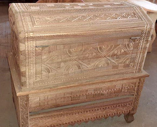 Hand-carved trunk $15,000 pesos plus shipping (con envio)