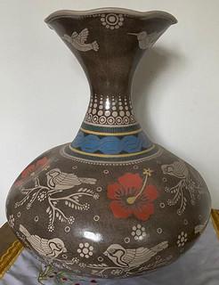 Vase in Barro Esgrafiado $5,000 pesos plus shipping (mas envio)