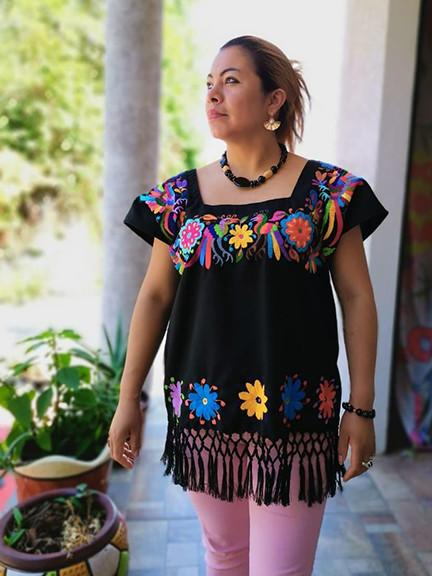 Short blouse with Otimi embroidery $1,800 pesos plus shipping/mas envio