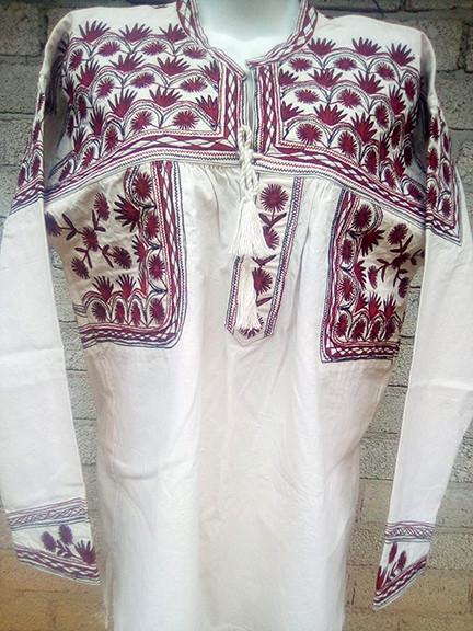 Large Embroidered Shirt $800 pesos plus shipping / mas envio