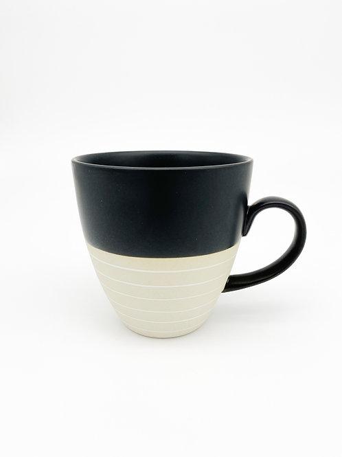 Große Tasse schwarz