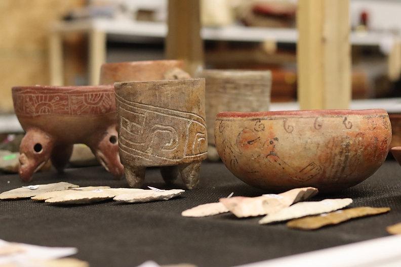 Native American Pottery, anciet artifacts, pots, indian america pots, arrowheads, heatland artifacts