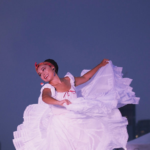 Photograph of a Mexican woman dancing Mexican ballet.