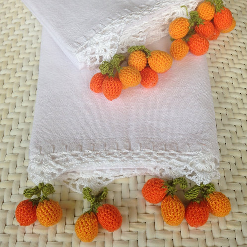 Handtuch mit gehäkelten Orangen