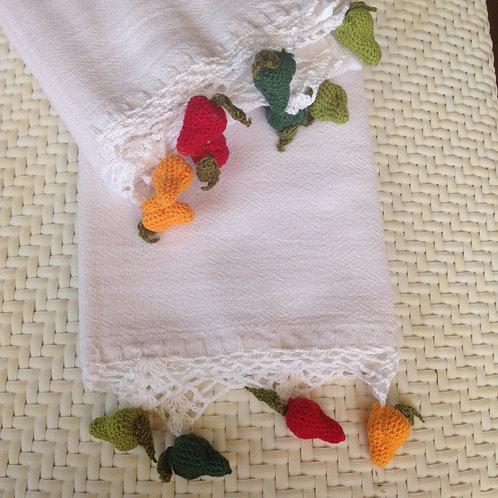Handtuch mit gehäkelten Birnen
