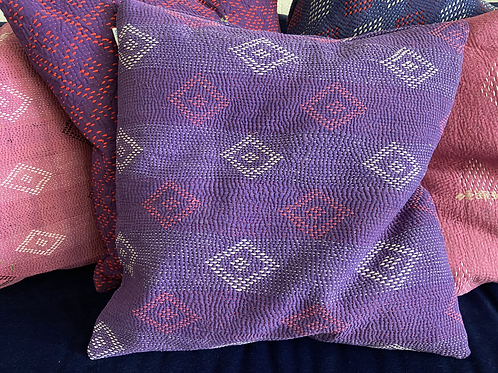 Gesticktes Kantha Kissen mit Inhalt,           50x50cm