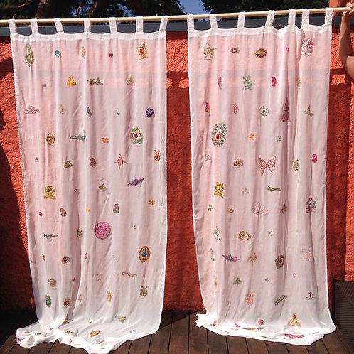 Vorhang mit Applikationen aus alten Saris