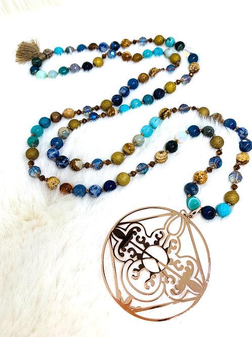 Sautoir créer avec Mélanges des perles semi-Précieuses et cristal