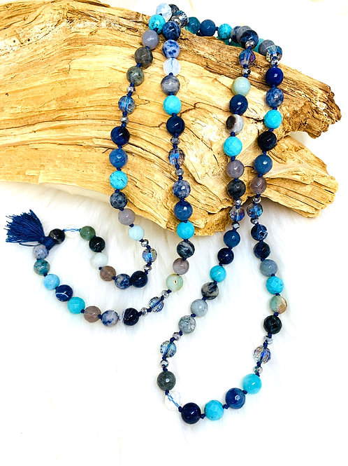 Sautoir avec melange des pierre semi précieuse dans les tons Bleu