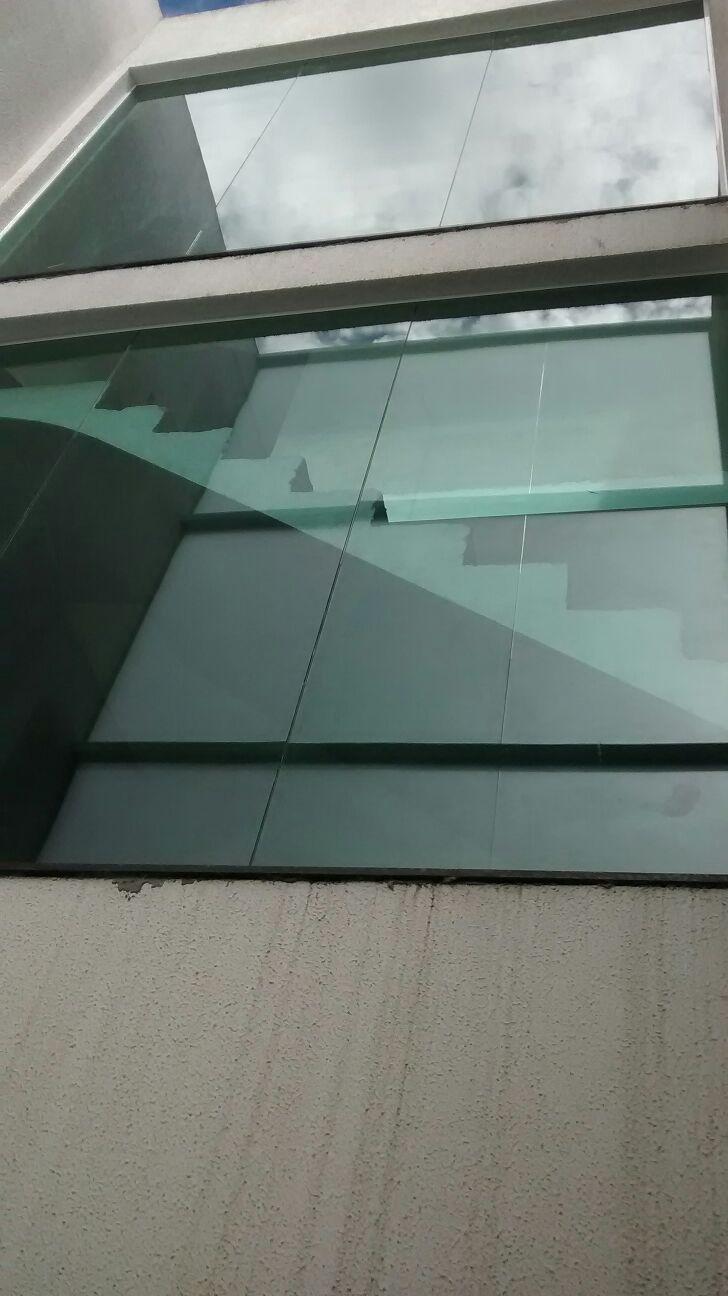 Fechamento fixo para escadas