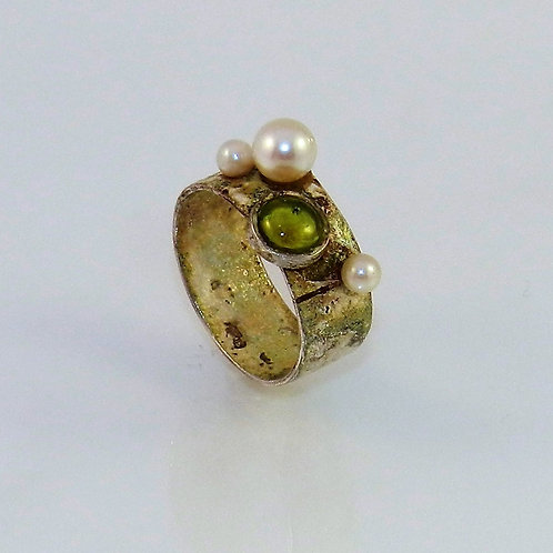 Peridot and Pearl Ring