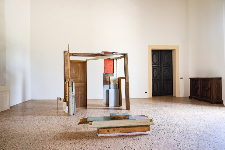 Daniele Gagliardi, Senza titolo, 2019, pittura su materiali vari, dimensioni variabili, courtesy l'artista, credit Federico Rinaldi