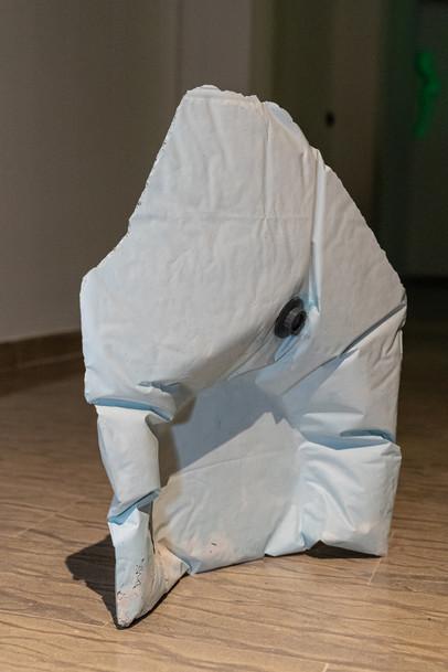 Matteo Messori, Formastante (respiro), 2019, gesso, sacco da sotto vuoto, courtesy l'artista, credit Federico Rinaldi