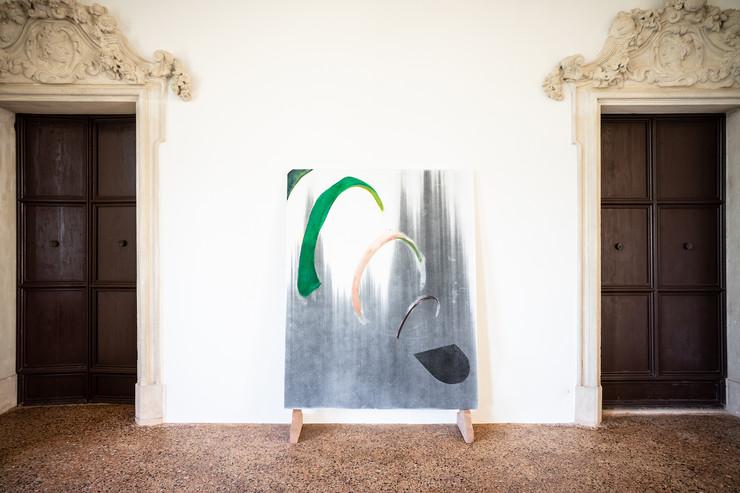 Federico Aprile, Nel grido di Anánkē, 2019, olio e fusaggine su tela, 159x200 cm, courtesy l'artista, credit Federico Rinaldi