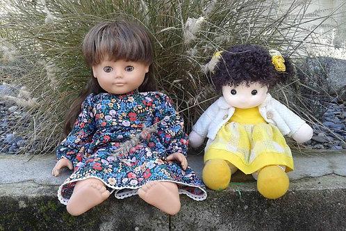 Zwei hübsche Puppen