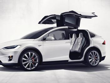 Carro elétrico da montadora Tesla será um dos destaques da 12ª Eletrolar Show, no estande da Elektra