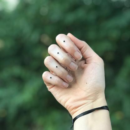 dots minimal finger handpoke