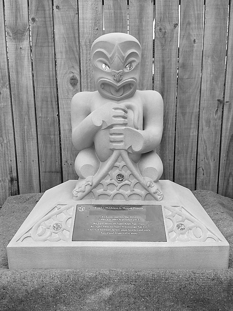 Tekoteko/Tiki Memorial/Headstone