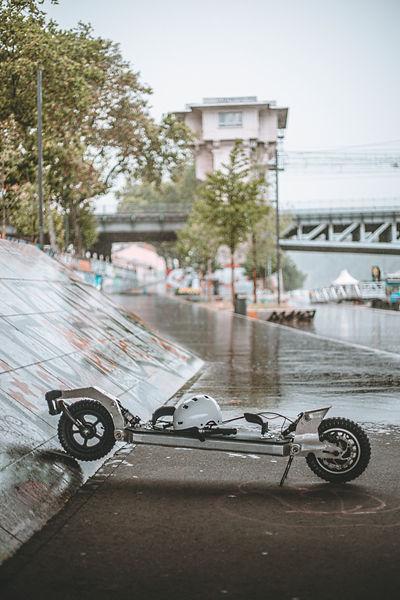 Curvway - Présentation sous la pluie