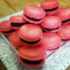 Raspberry-Chocolate French Macarons!!__jilliciousdesserts_#frenchmacarons #raspberries #chocolate