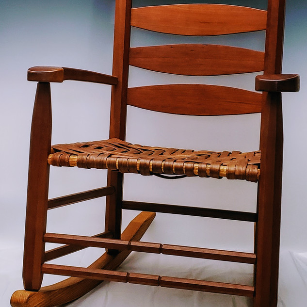 5-slat Rocker in Cherry