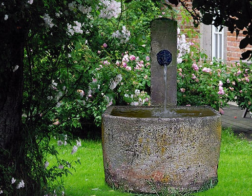 Schoepfbrunnen-Sandstein-historisch-T2.j