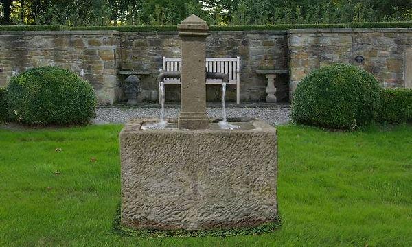 sandsteinbrunnen-historisch-Patiobrunnen