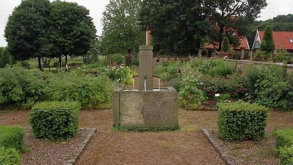 patiobrunnen-sandstein-lingens-bl1.jpg